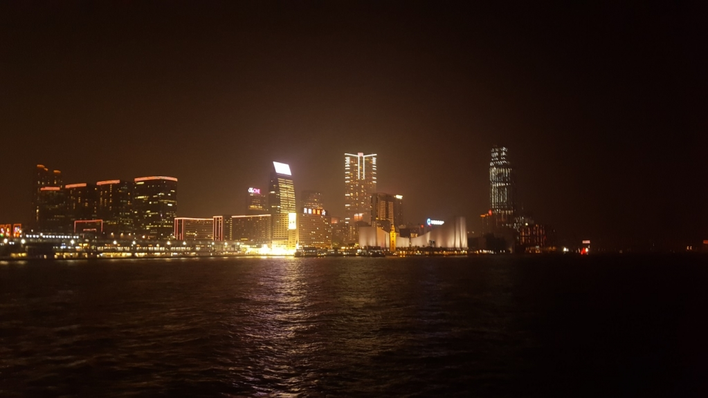 Вид на Гонконг с борта круизного лайнера